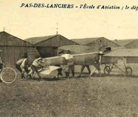 Carte postale Ancien camp d'aviation - Archive Michel Metenier