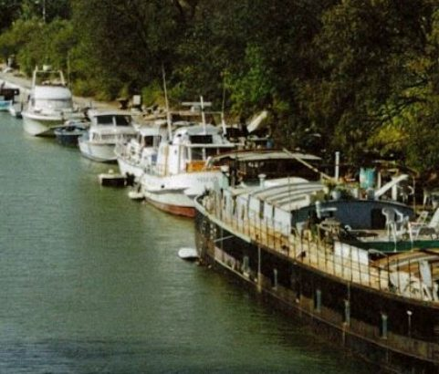 """Le canal dit """"du Rove"""" et les péniches - Photo Archives municipales"""