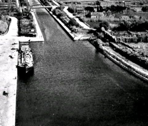 Carte postale Le canal - Archives municipales