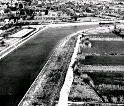 Carte postale En avion au-dessus de Marignane - vue panoramique sur le Canal du Rove - Archives municipales