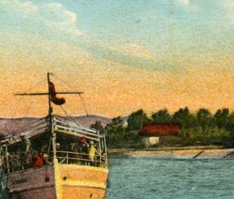 Carte postale L'arrivée d'un bateau - Archives municipales