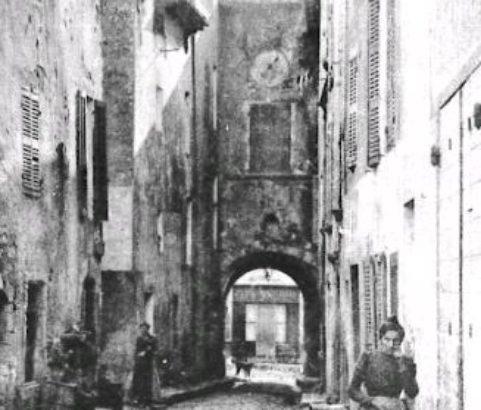 La grand' rue Beffroi - Photo Archives Municipales